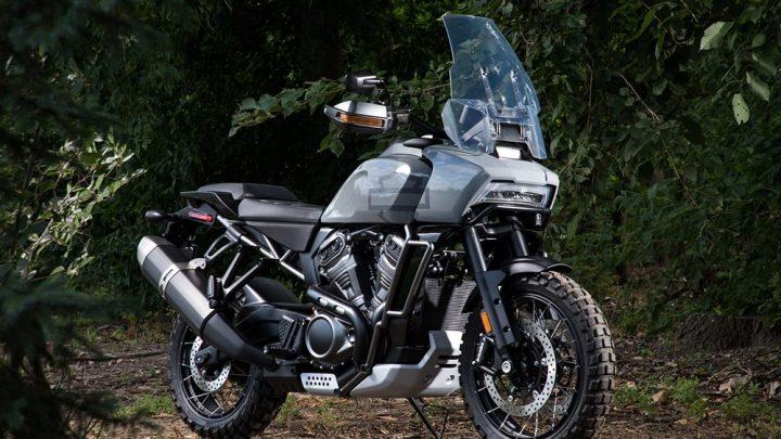 Die Welt der Biker lehnte ab. BMW stellt einen 1.800 cm3 Boxer vor und Harley wird eine Reiseenduro präsentieren.