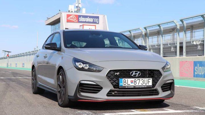 Wir haben den Hyundai i30 Fastback N Performance am Slovakia Ring ausprobiert.  Ist Fastback besser als ein Hatchback?
