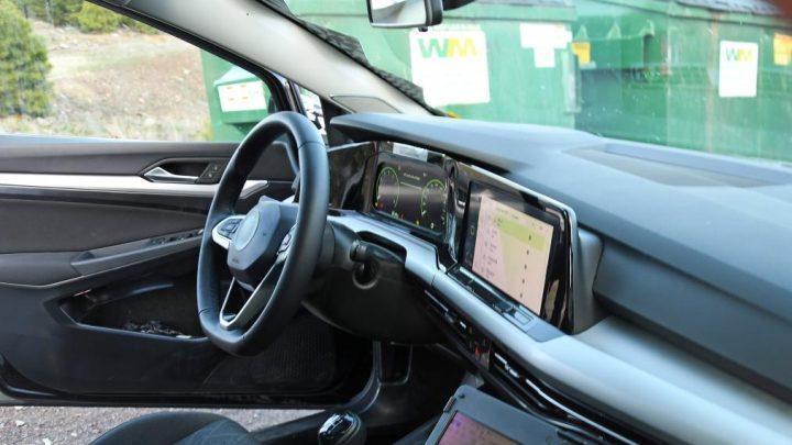Der Innenraum des Golf 8 wurde durch ein Fotoleck aufgedeckt.