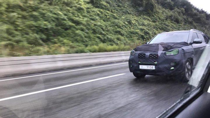 SsangYong Rexton wird bald überarbeitet. Das Testfahrzeug wurde während des Tests beschossen.