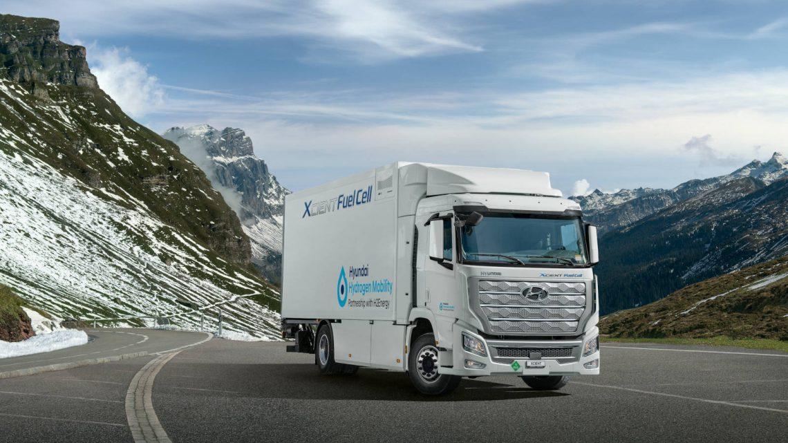 Hyundai liefert die ersten XCIENT-Wasserstoff-LKWs in die Schweiz.