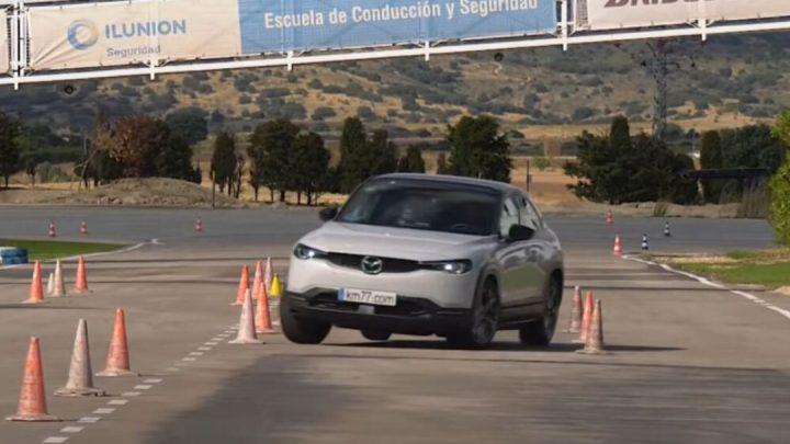 Der Mazda MX-30 hat einen Elchtest bestanden.  Es ist besser als der neue Volkswagen Golf.