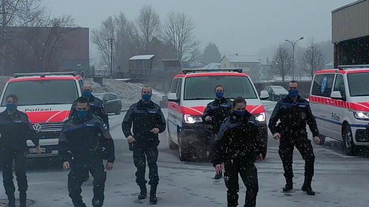 Die Zuger Polizei drehte ein Tanzvideo.